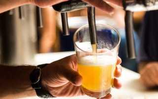 Как правильно разливать разные сорта пива в бокалы?